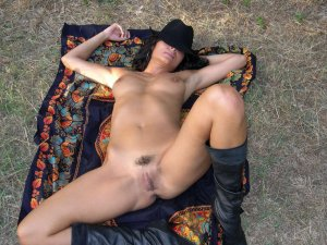 Gratieuse topless escorts in Cedar Hills, UT